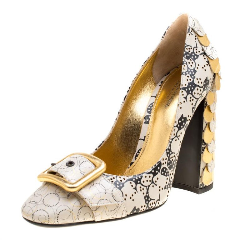 0879f319582a2 Bottega Veneta Cream Printed Leather Scallop Block Heel Buckle Detail Pumps  Size