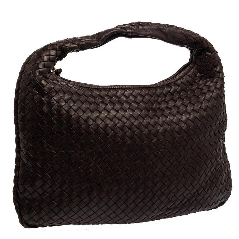 Bottega Veneta Dark Brown Intrecciato Leather Small Veneta Hobo In Fair Condition For Sale In Dubai, Al Qouz 2