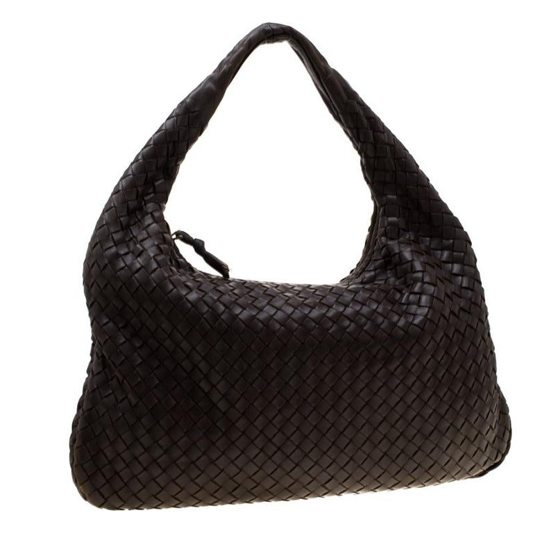Bottega Veneta Dark Brown Intrecciato Nappa Leather Medium Veneta Hobo In Excellent Condition For Sale In Dubai, Al Qouz 2