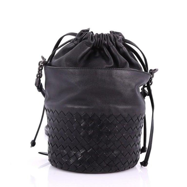 656de14a92c7 Bottega Veneta Drawstring Bucket Bag Leather and Intrecciato Nappa Small In  Good Condition For Sale In