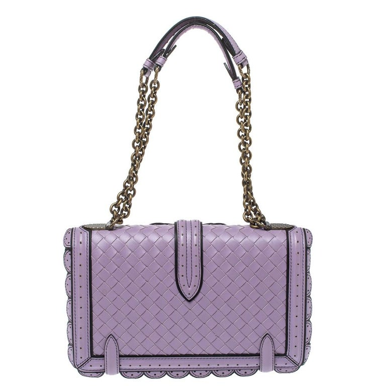 Keep it elegant with this bag from the house of Bottega Veneta. Carry this pretty lavender-hued bag to your next event for a statement-making impression. It is made from leather and features the iconic intrecciato pattern on the front flap along