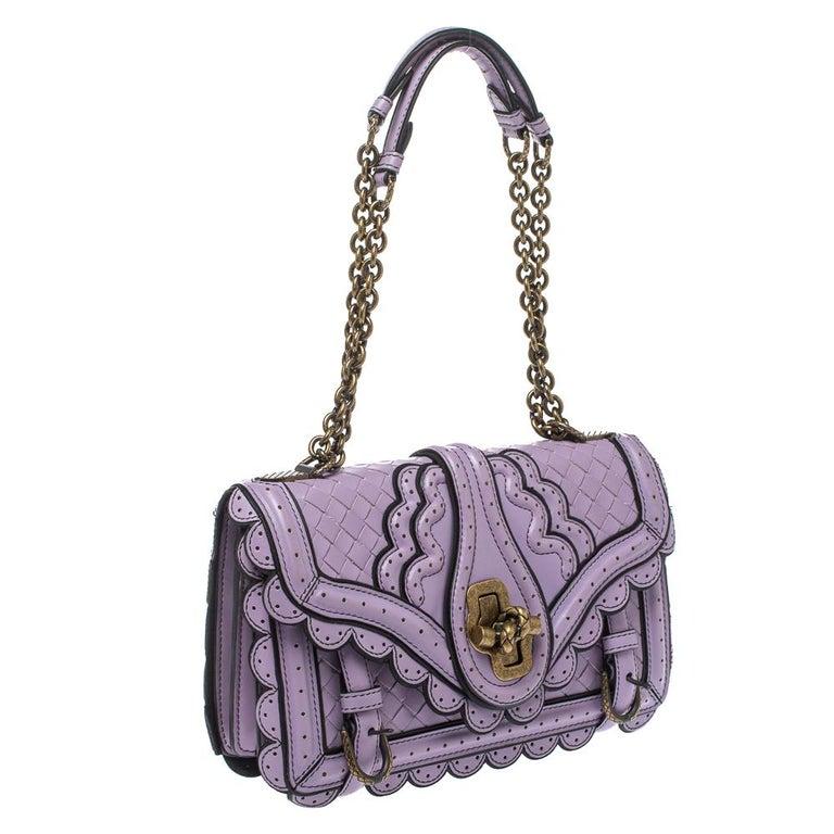 Bottega Veneta Lavender Intreccaito Leather Wingtip City Knot Shoulder Bag In Good Condition For Sale In Dubai, Al Qouz 2