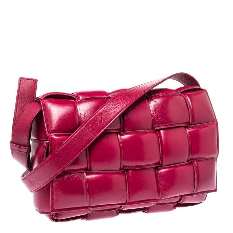 Bottega Veneta Magenta Padded Leather Cassette Crossbody Bag In Excellent Condition For Sale In Dubai, Al Qouz 2