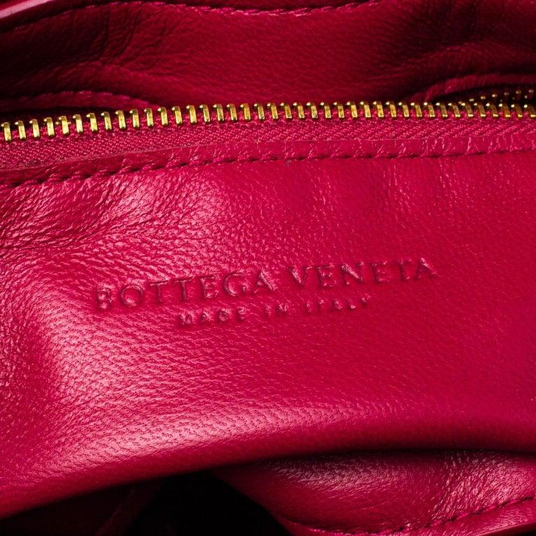 Bottega Veneta Magenta Padded Leather Cassette Crossbody Bag For Sale 3