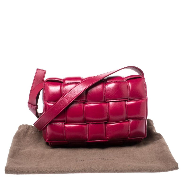 Bottega Veneta Magenta Padded Leather Cassette Crossbody Bag For Sale 4