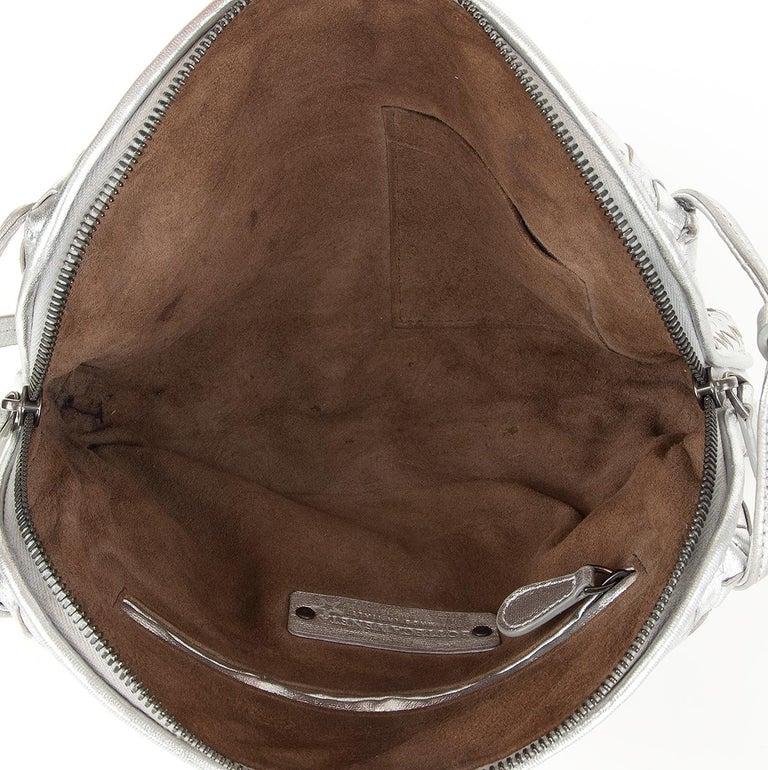 BOTTEGA VENETA metallic silver leather INTRECCIATO NODINI SMALL Crossbody Bag In Excellent Condition For Sale In Zürich, CH