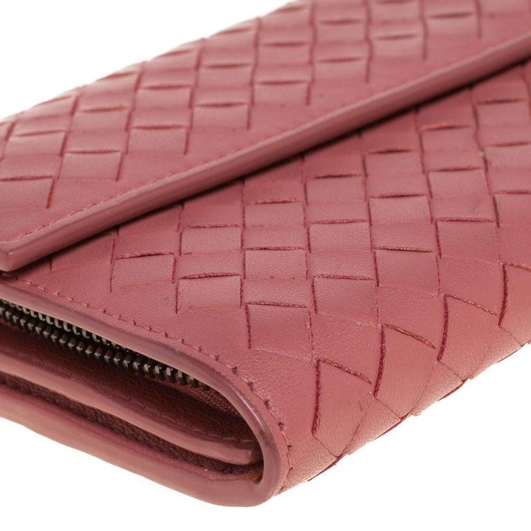 Bottega Veneta Old Rose Intrecciato Leather Continental Flap Wallet For Sale 2