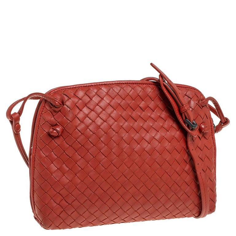 Bottega Veneta Orange Intrecciato Leather Nodini Crossbody Bag In Good Condition For Sale In Dubai, Al Qouz 2