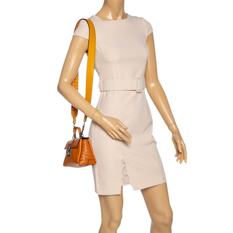 Bottega Veneta Orange Leather Mini Piazza Top Handle Bag In Excellent Condition For Sale In Dubai, Al Qouz 2