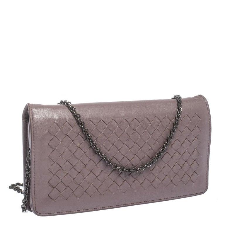 Bottega Veneta Pale Purple Intrecciato Leather Flap Chain Clutch In Fair Condition For Sale In Dubai, Al Qouz 2