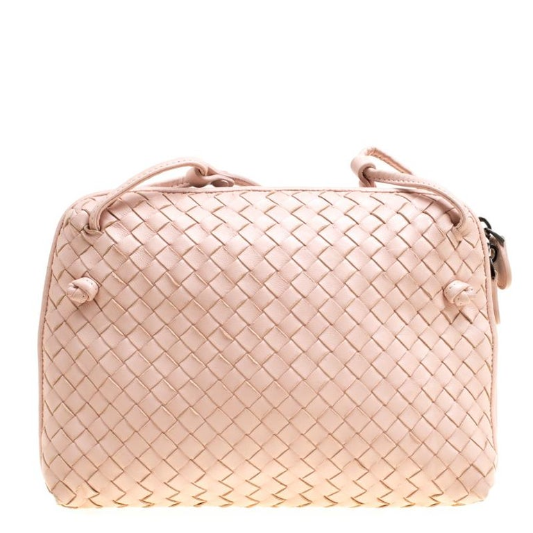 Start your weekend on a fashionable note with this pink bag. This trendy and classy creation by Bottega Veneta will surely fetch you a lot of compliments. It comes made from leather in their Intrecciato pattern and equipped with a suede interior and