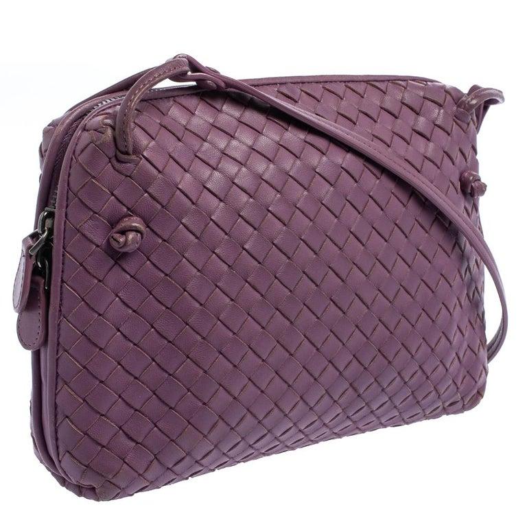 Bottega Veneta Purple Intrecciato Leather Nodini Crossbody Bag In Good Condition For Sale In Dubai, Al Qouz 2