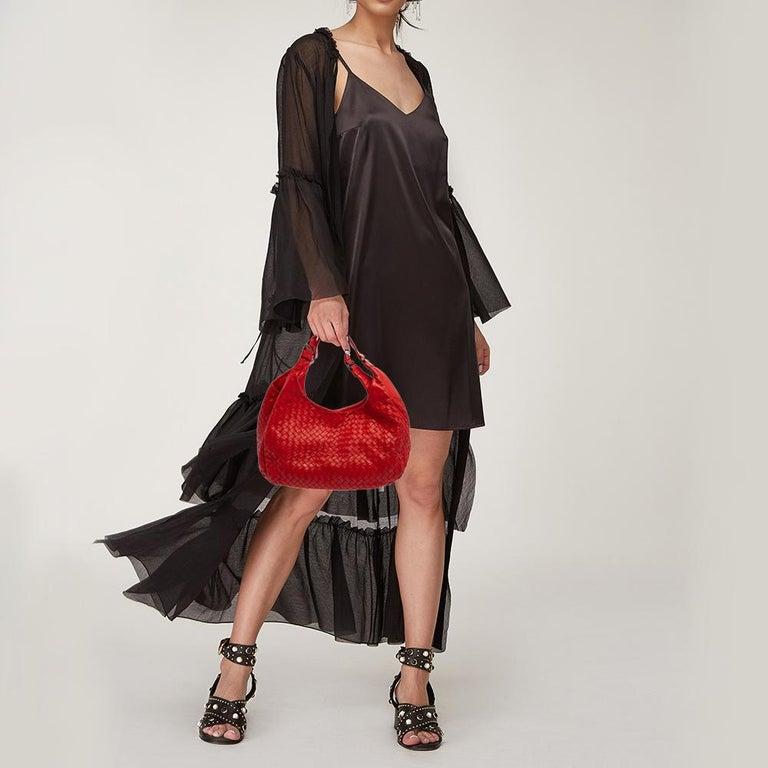 Bottega Veneta Red Leather Intrecciato Campana Hobo In Good Condition For Sale In Dubai, Al Qouz 2