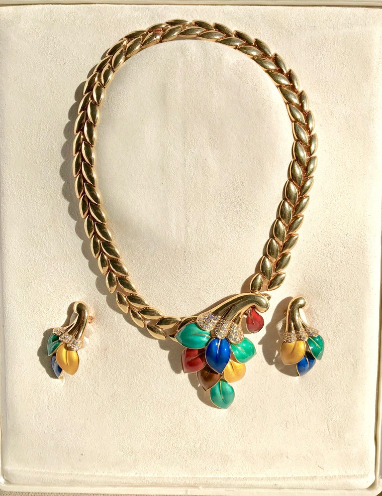 Boucheron 18 Carat Yellow Gold Enamel Necklace and Earrings Set with Diamonds In Good Condition For Sale In Paris, FR