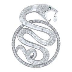 Boucheron 18 Karat White Gold Diamond Emerald Trouble Snake Pendant 6.10 Carat