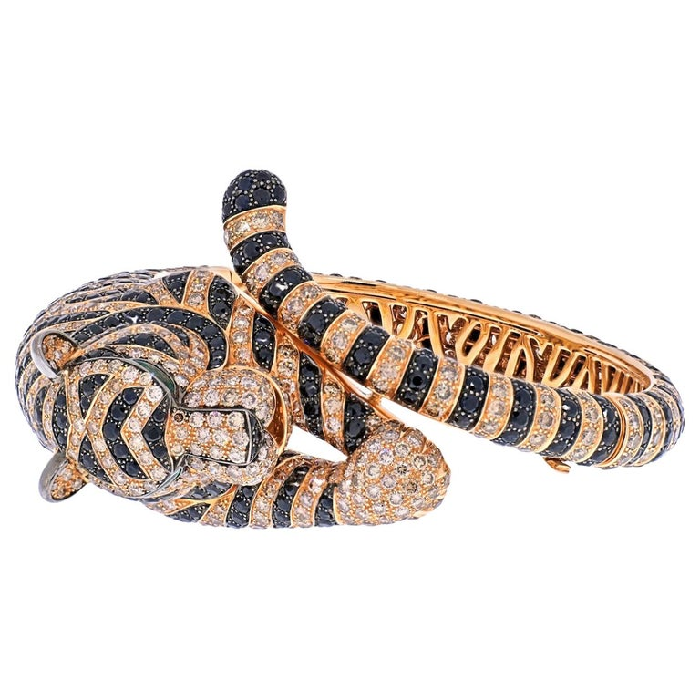 Modern Boucheron 18k Rose Gold Bagha Tiger Diamond Bangle Bracelet For Sale