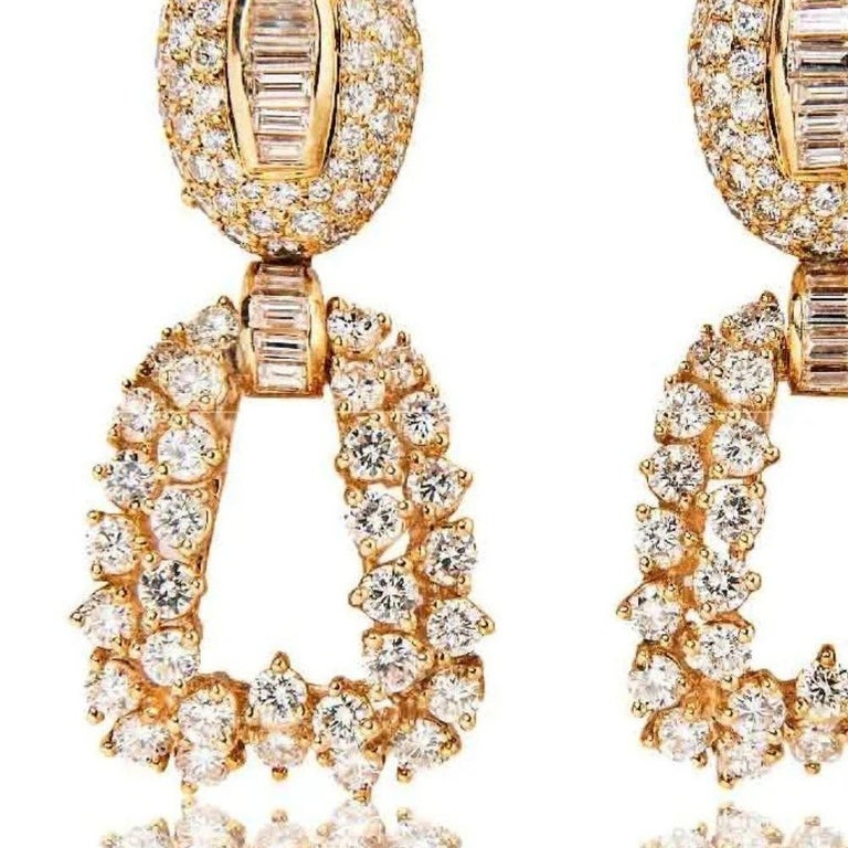 Boucheron 18 Karat Yellow Gold and Diamond Day and Night Earrings In Excellent Condition For Sale In Boston, MA