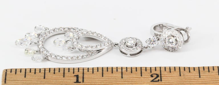 Boucheron Cinna Pampilles Diamond and White Gold Pendant Earrings In Excellent Condition For Sale In New York, NY