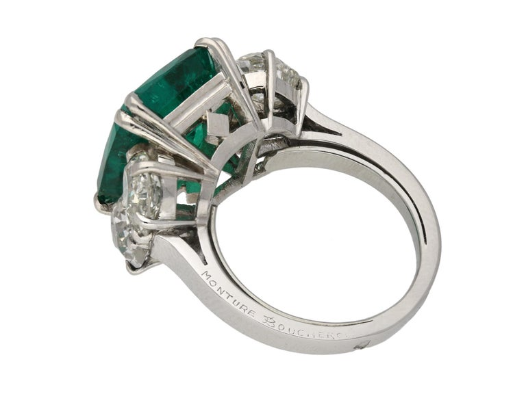 Art Deco Boucheron Colombian Emerald and Diamond Ring, French, circa 1920 For Sale
