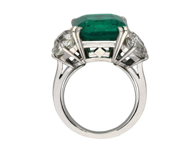 Cushion Cut Boucheron Colombian Emerald and Diamond Ring, French, circa 1920 For Sale
