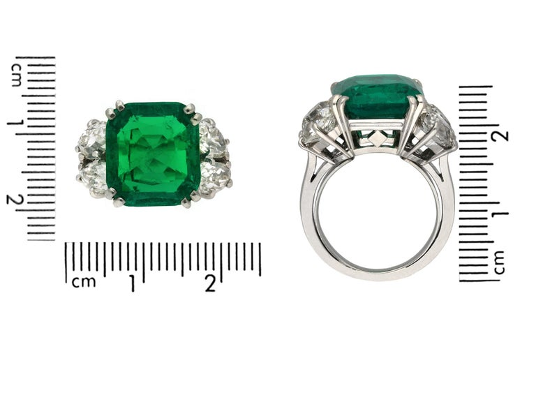 Boucheron Colombian Emerald and Diamond Ring, French, circa 1920 In Good Condition For Sale In London, GB