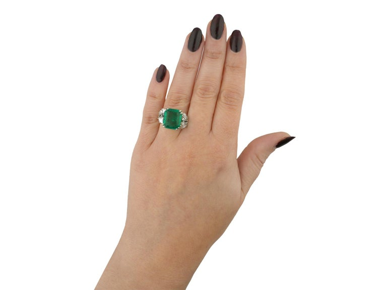 Women's Boucheron Colombian Emerald and Diamond Ring, French, circa 1920 For Sale