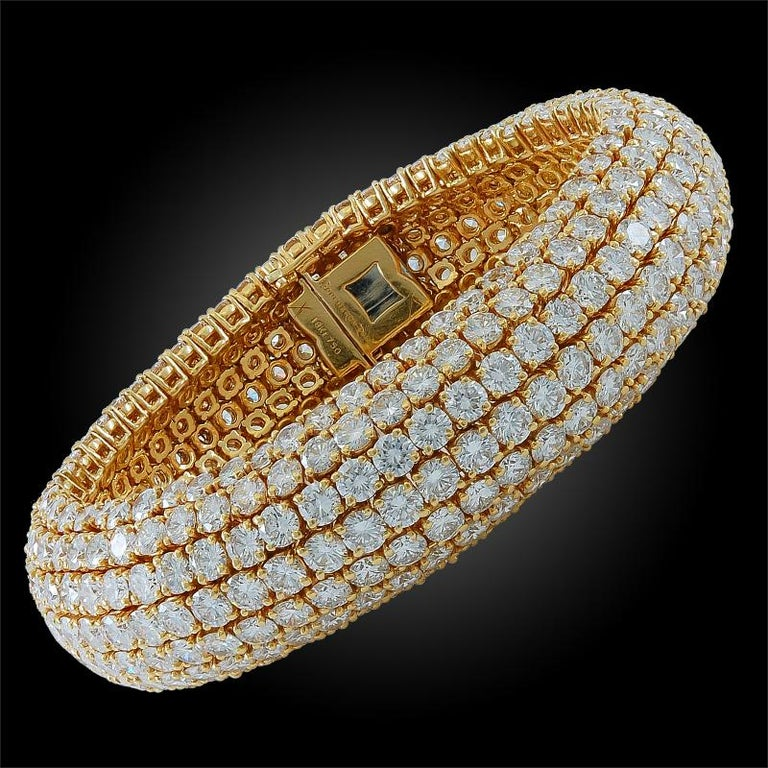 Boucheron Diamond Flexible Bombe Bracelet In Good Condition For Sale In New York, NY