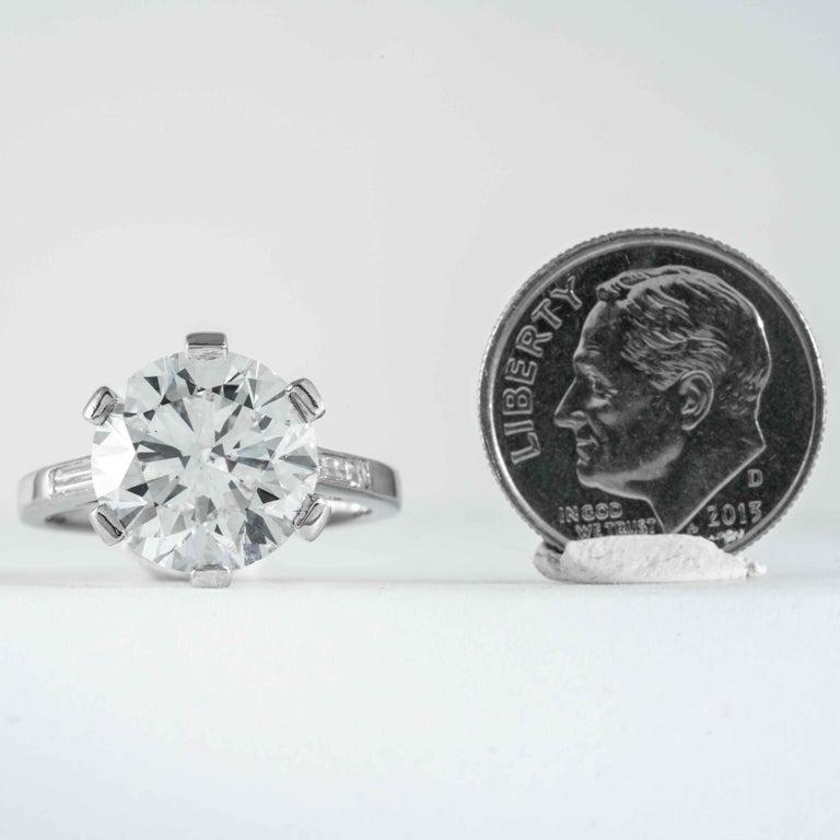 Boucheron, Paris Gia Certified 5.69 Carat I VS2 Round Brilliant Diamond Ring For Sale 2