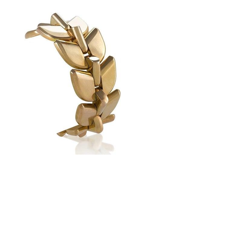 A French Retro 18 karat yellow gold bracelet by Boucheron. The heavy bracelet is made of 10 polished yellow gold palmettes links. Circa 1940's.  Pictured as a necklace in Boucheron La Capture de L'eclat, by Patrick Wald Lasowski, Anne-Marie Clais,