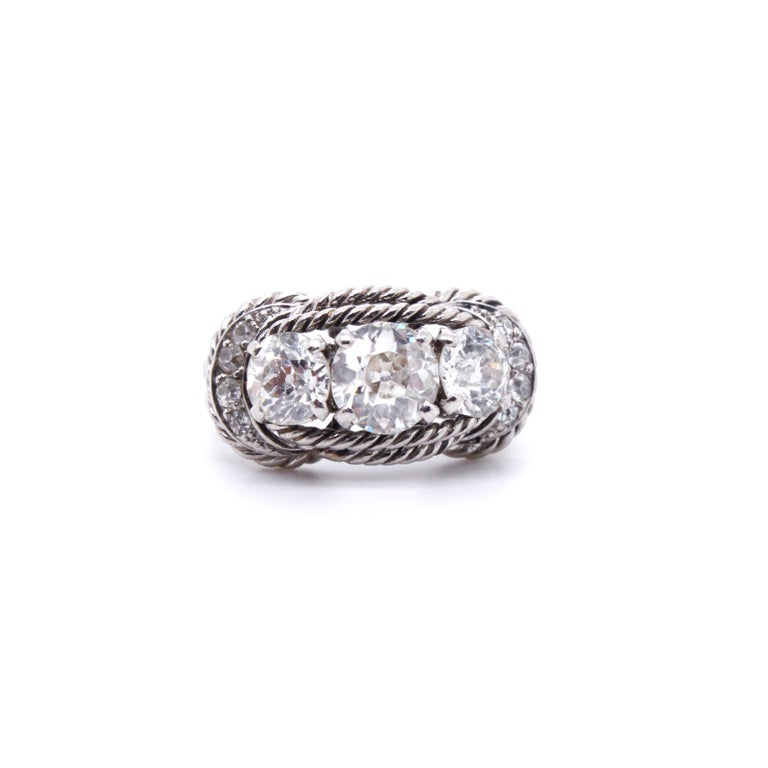 Boucheron Retro Three-Stone Diamond Ring, circa 1940s In Good Condition For Sale In Idar-Oberstein, DE