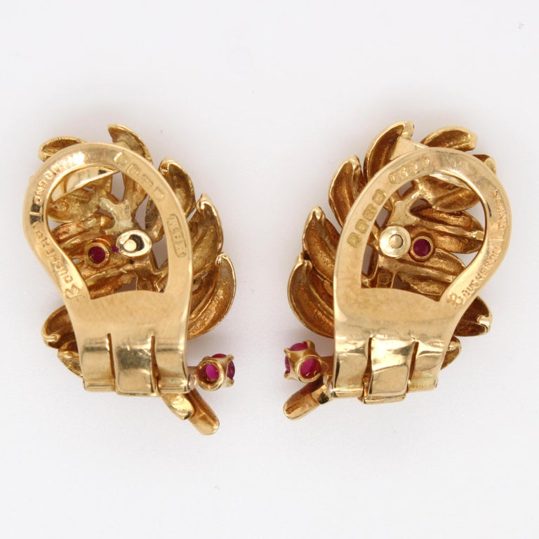 Boucheron Ruby Diamond Leaf Earrings, 1960s In Excellent Condition For Sale In Idar-Oberstein, DE