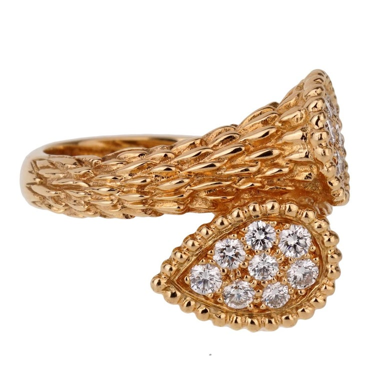 An iconic Boucheron diamond ring from the Serpent Boheme collection featuring 16 of the finest Boucheron round brilliant cut diamonds set in 18k yellow gold.   The ring is a size 6 and is resizeable Sku: 1060