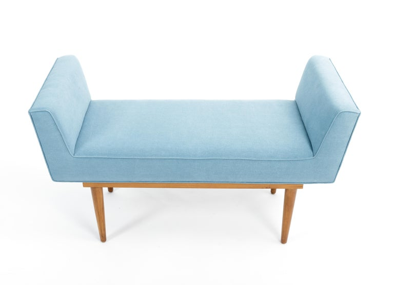 Mid-Century Boudoir Bench Upholstered in a Denim Blue Linen In Good Condition For Sale In New York City, NY
