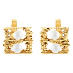 Boulder Wall Gold Cufflinks with Pearls