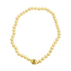 Bouton Shaped Cultered Pearl Necklace with Two Colour 9ct Snap