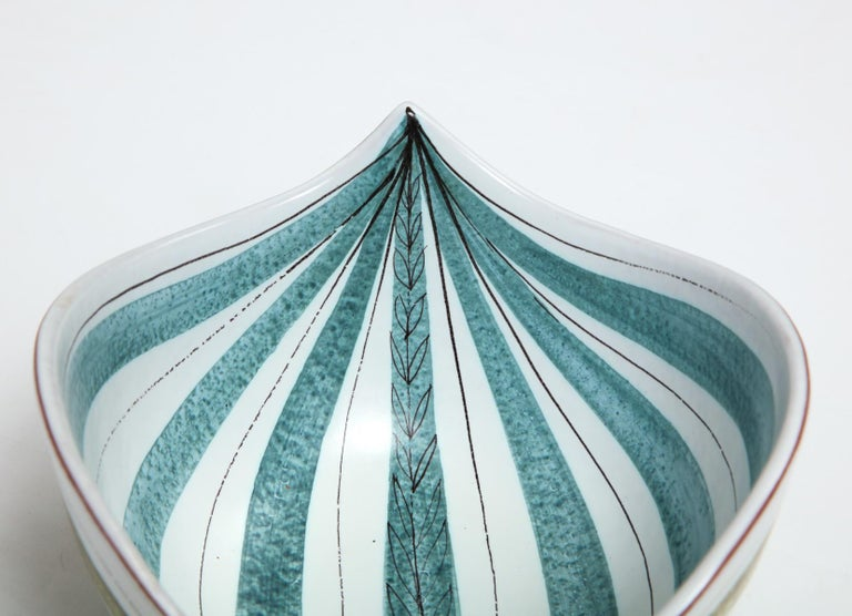 Hand-Crafted Bowl by Stig Lindberg, Sweden, circa 1950 For Sale