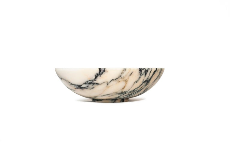 Bowl in Paonazzo marble, extracted and processed in Carrara, Italy. You have a 100% made in Italy product. It is ideal for fruit and to present food. Each piece is in a way unique (since each marble block is different in veins and shades) and