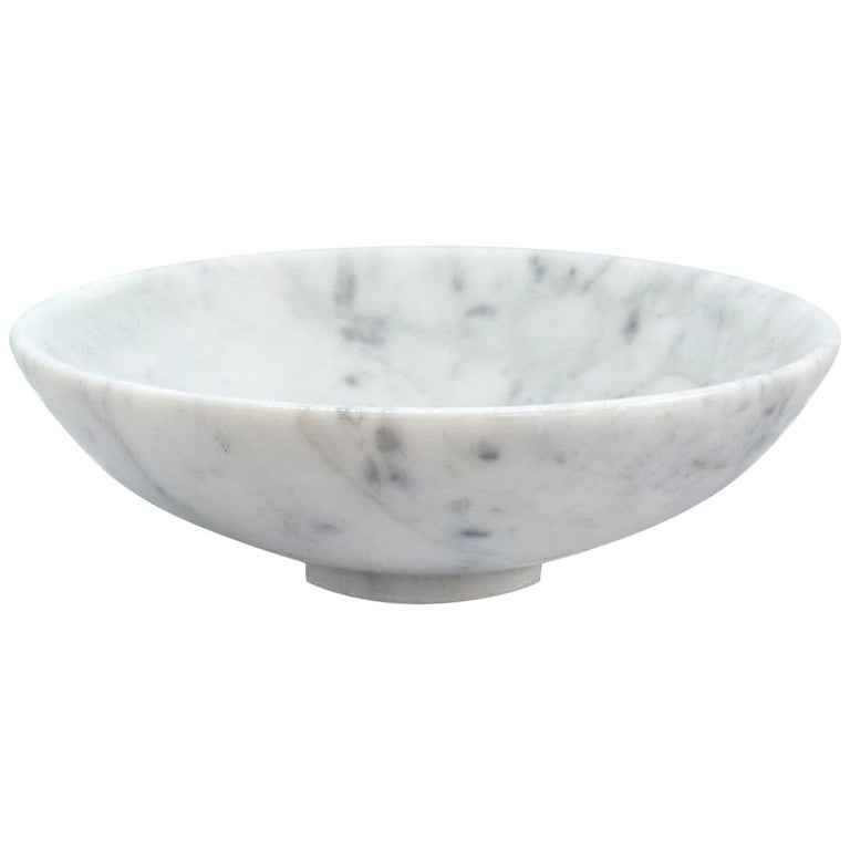 Bowl in White Carrara Marble For Sale
