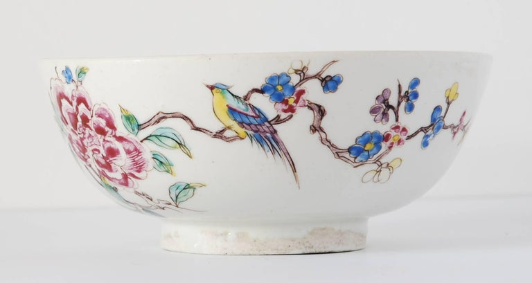 Bowl with Chinoiserie Decoration, Bow Porcelain Factory, circa 1752 In Excellent Condition For Sale In Melbourne, AU