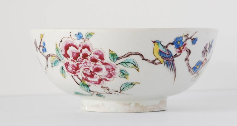 Bowl with Chinoiserie Decoration, Bow Porcelain Factory, circa 1752 For Sale 2