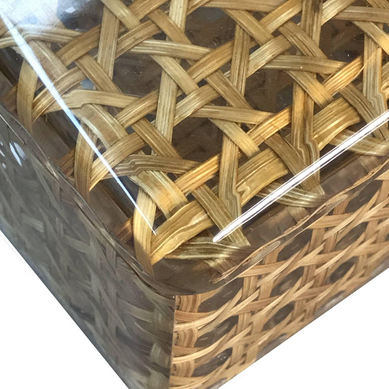 Box in Lucite and Wicker, Italy, 1970s Vienna Straw.  Christian Dior Style 1970 In Good Condition For Sale In Roma, IT