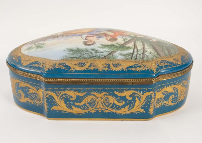 Box Porcelain, Signed, Decorated Inside and Outside, 19th Century In Good Condition For Sale In Saint-Ouen, FR