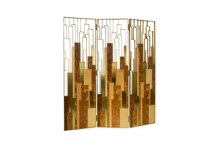 Back to a world of magic, Delphi, ancient Greece's holiest, prophesied the future of kings and countries. Delphi screen brings oracle to life through its bird's eye wood veneer, glossy elm root wood veneer and polished hammered brass. This folding