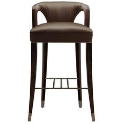 Brabbu Karoo Theken Stuhl aus braunem Satin mit Holz und Messing-Detail