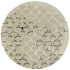 Brabbu Koi Kreisförmiger Handgetufteter Gefärbter Wolle Teppich II in Sandfarbe mit Schuppenmuster