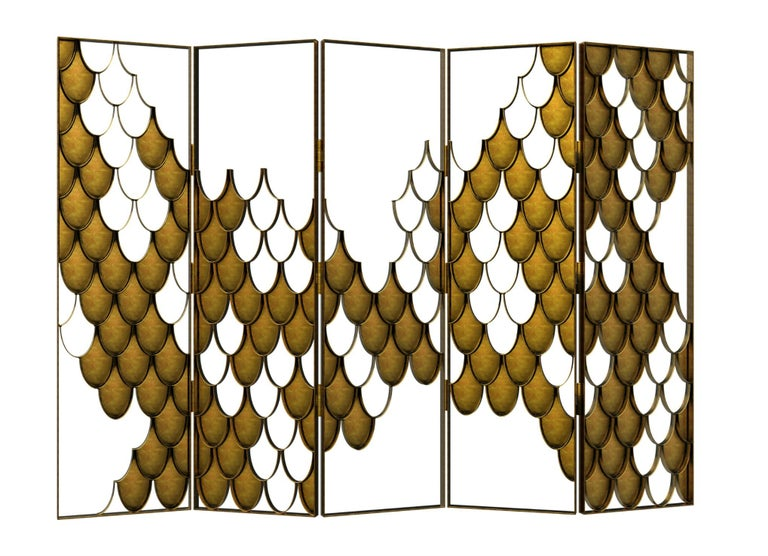 Koi carp is a recurring symbol of Japanese culture. Its natural color mutations reveal their capacity to adapt, just like the Koi folding screen which fits in any modern home decor. The Koi scales from the sides of the folding screen shine and