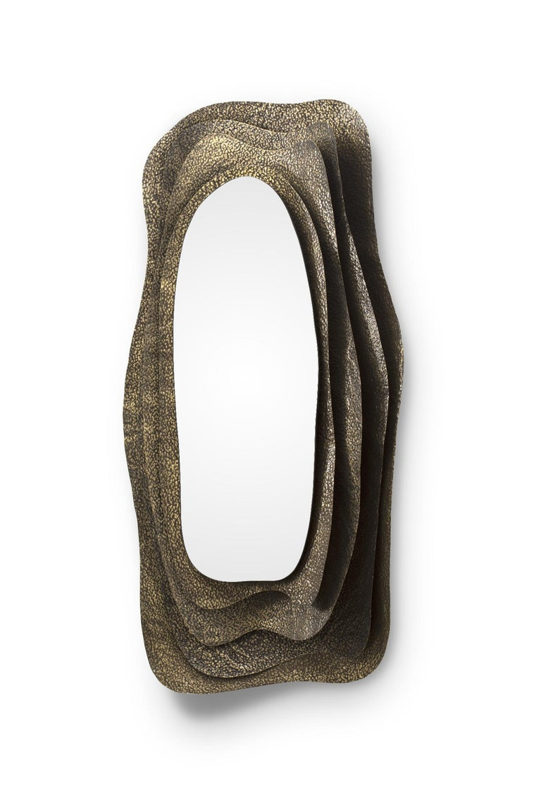 Kumi I Rectangular Mirror in Hammered Aged Brass In New Condition For Sale In New York, NY