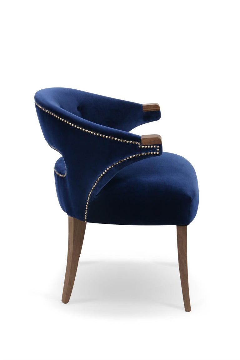 Nanook is the master of bears, the one who decides the luck of the hunters in the Arctic regions. Nanook dining chair blends the beauty and grandiosity of this animal. This dining room chair has a strong presence balanced with the elegance given by