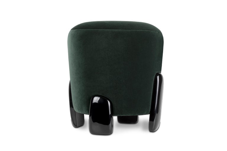 The monolithic statues of Easter Islands, known for Moai or Naoki, were the inspiration behind Naoki stool. With a seating in velvet and a base in glossy black lacquer, this distinct contemporary stool is perfect to use as a table stool, living room