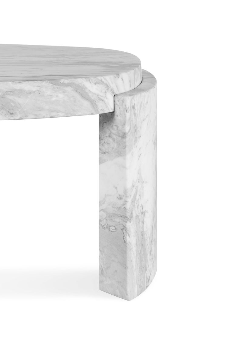 Tacca Centre Table in White Carrara Marble In New Condition For Sale In New York, NY